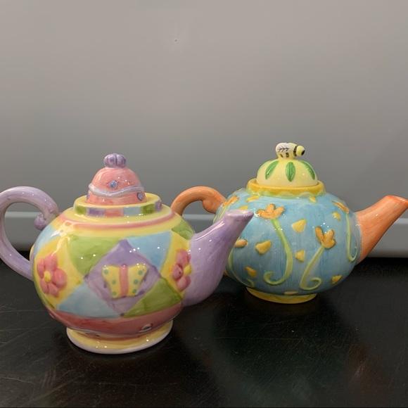 Oneida mini teapots set of two